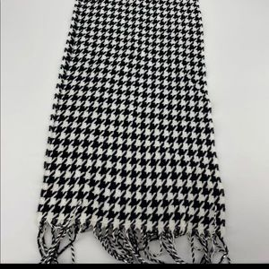 D&Y Softer Than Cashmere Houndstooth Scarf